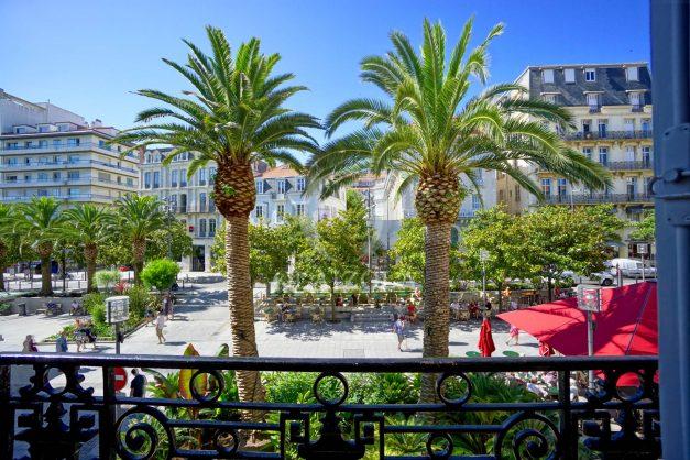 location-vacances-biarritz-magnifique-t3-80m-bellevue-balcons-plages-a-pied-commerce-a-pied-plein-centre-1etage-apercu-mer014