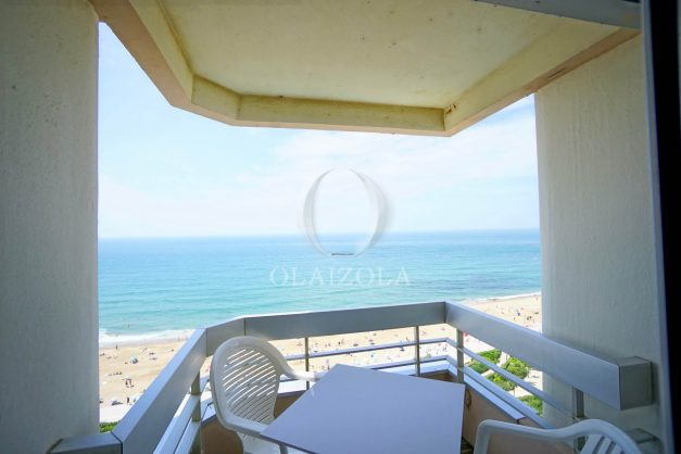 location-vacances-biarritz-studio-vue-mer-sublime-8-étages-loggia-grande-plage-premier-plan-victoria-surf-centre-ville005