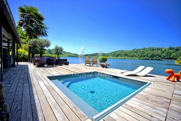 location-vacances-biarritz-villa-prestige-bord-du-lac-pontont-piscine-terrasse-agence-olaizola-001