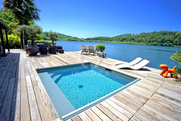 location-vacances-biarritz-villa-prestige-bord-du-lac-pontont-piscine-terrasse-agence-olaizola-003
