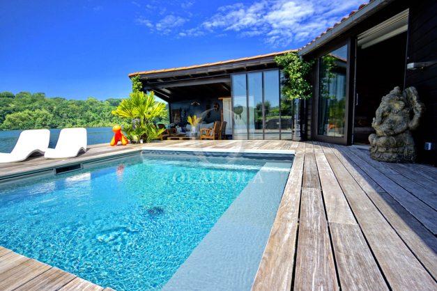 location-vacances-biarritz-villa-prestige-bord-du-lac-pontont-piscine-terrasse-agence-olaizola-005