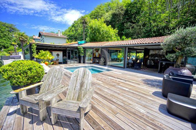 location-vacances-biarritz-villa-prestige-bord-du-lac-pontont-piscine-terrasse-agence-olaizola-006