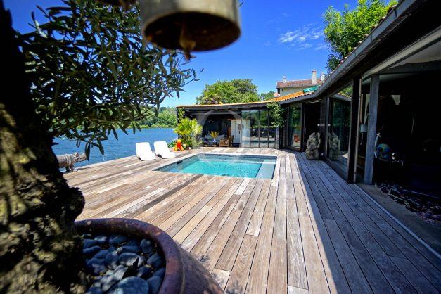 location-vacances-biarritz-villa-prestige-bord-du-lac-pontont-piscine-terrasse-agence-olaizola-007