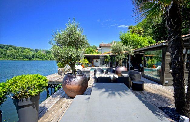 location-vacances-biarritz-villa-prestige-bord-du-lac-pontont-piscine-terrasse-agence-olaizola-011