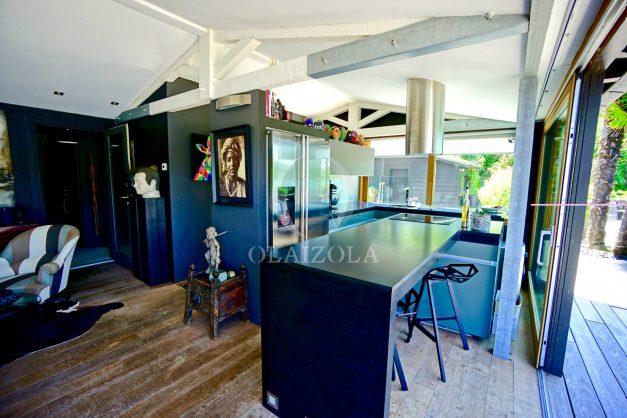 location-vacances-biarritz-villa-prestige-bord-du-lac-pontont-piscine-terrasse-agence-olaizola-019