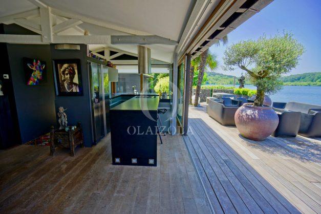 location-vacances-biarritz-villa-prestige-bord-du-lac-pontont-piscine-terrasse-agence-olaizola-020