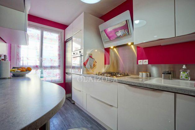 location-vacance-saint-jean-de-luz-t3-2eme-etage-proche-gare-commerce-010