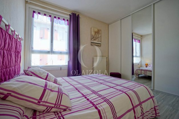 location-vacance-saint-jean-de-luz-t3-2eme-etage-proche-gare-commerce-020