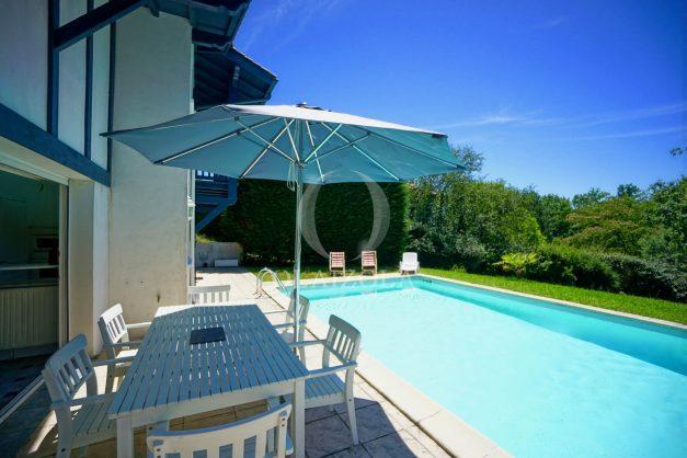 location-vacances-cote-basque-golf-villa-piscine-terrasse-makila-jardin-proche-plages-003