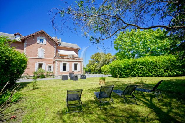 location-vacances-biarritz-appartement-t4-terrasses-jardins-proche-centre-ville-plages-standing-salon-jardin-002