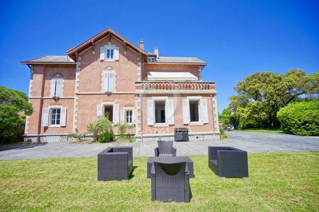 location-vacances-biarritz-appartement-t4-terrasses-jardins-proche-centre-ville-plages-standing-salon-jardin-003