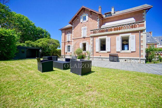 location-vacances-biarritz-appartement-t4-terrasses-jardins-proche-centre-ville-plages-standing-salon-jardin-004