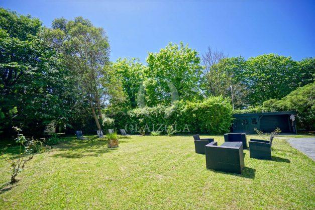 location-vacances-biarritz-appartement-t4-terrasses-jardins-proche-centre-ville-plages-standing-salon-jardin-005