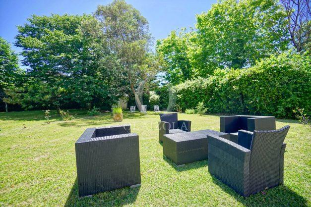 location-vacances-biarritz-appartement-t4-terrasses-jardins-proche-centre-ville-plages-standing-salon-jardin-007