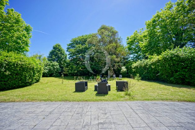 location-vacances-biarritz-appartement-t4-terrasses-jardins-proche-centre-ville-plages-standing-salon-jardin-013