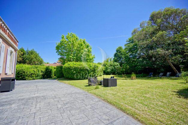 location-vacances-biarritz-appartement-t4-terrasses-jardins-proche-centre-ville-plages-standing-salon-jardin-014