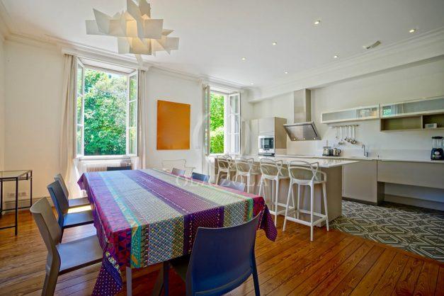 location-vacances-biarritz-appartement-t4-terrasses-jardins-proche-centre-ville-plages-standing-salon-jardin-027