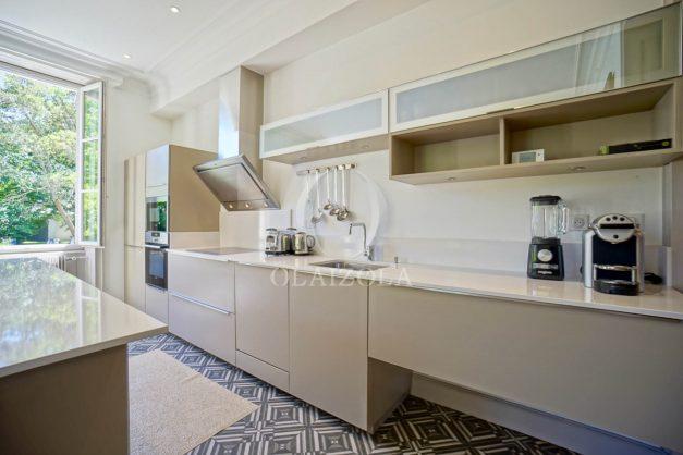 location-vacances-biarritz-appartement-t4-terrasses-jardins-proche-centre-ville-plages-standing-salon-jardin-034