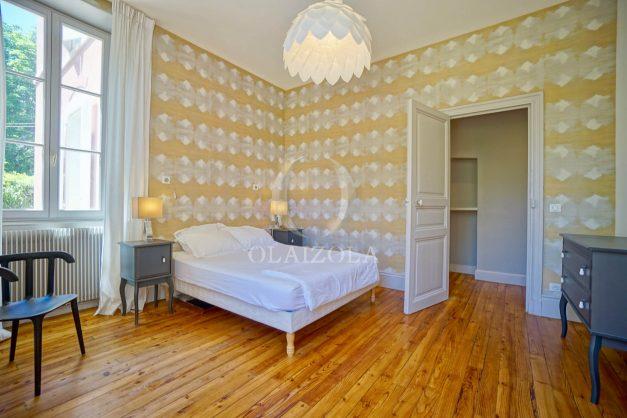 location-vacances-biarritz-appartement-t4-terrasses-jardins-proche-centre-ville-plages-standing-salon-jardin-042