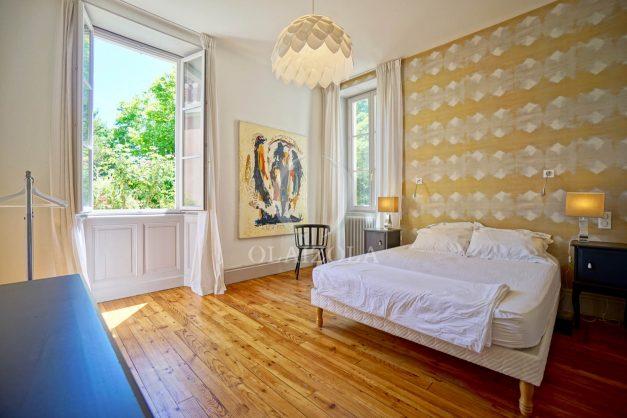 location-vacances-biarritz-appartement-t4-terrasses-jardins-proche-centre-ville-plages-standing-salon-jardin-044