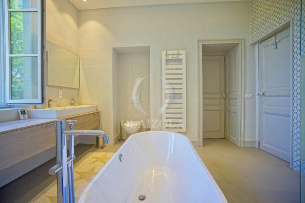 location-vacances-biarritz-appartement-t4-terrasses-jardins-proche-centre-ville-plages-standing-salon-jardin-065