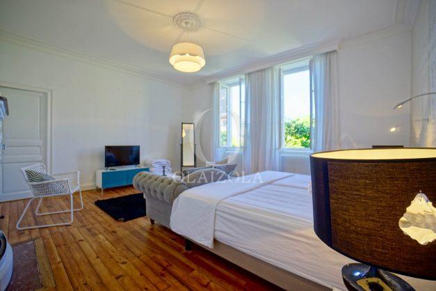 location-vacances-biarritz-appartement-t4-terrasses-jardins-proche-centre-ville-plages-standing-salon-jardin-070