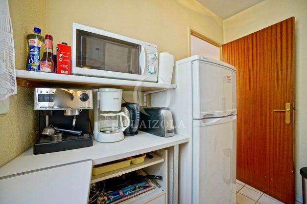 location-vacances-biarritz-appartement-proche-grande-plage-hotel-du-palais-centre-ville-parking-terrasse-balcon-plage-a-pied-2021-014