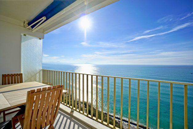 Appartement-Biarritz-T3-location-vacance-incroyable-vue-mer-cote-des-basques-centre-ville-tout-a-pied-climatisation-2021-003