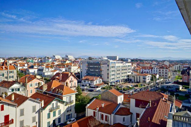 Appartement-Biarritz-T3-location-vacance-incroyable-vue-mer-cote-des-basques-centre-ville-tout-a-pied-climatisation-2021-027