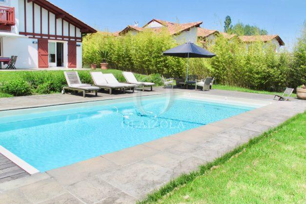 location-villa-luxe-biarritz-piscine-chauffee-calme-grand-terrain-004