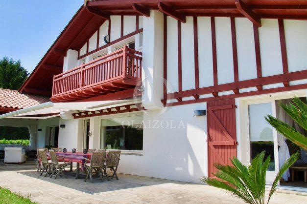 location-villa-luxe-biarritz-piscine-chauffee-calme-grand-terrain-007