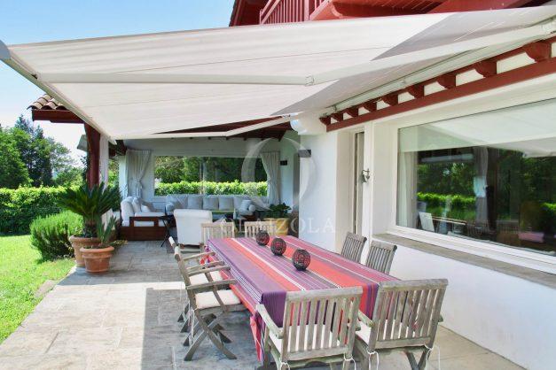 location-villa-luxe-biarritz-piscine-chauffee-calme-grand-terrain-008