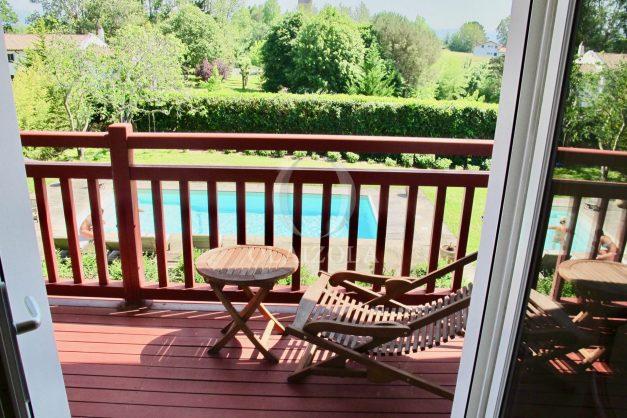 location-villa-luxe-biarritz-piscine-chauffee-calme-grand-terrain-025