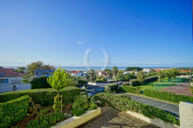 appartement-vue-mer-anglet-chambre-d-amour-location-vacances-biarritz-terrasse-parking-standing-plage-a-pied-2019-002