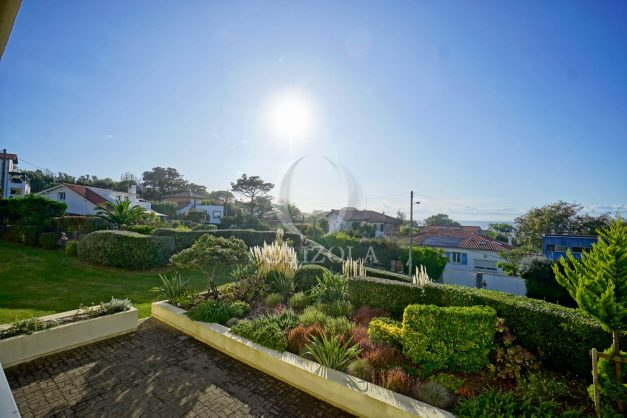 appartement-vue-mer-anglet-chambre-d-amour-location-vacances-biarritz-terrasse-parking-standing-plage-a-pied-2019-004