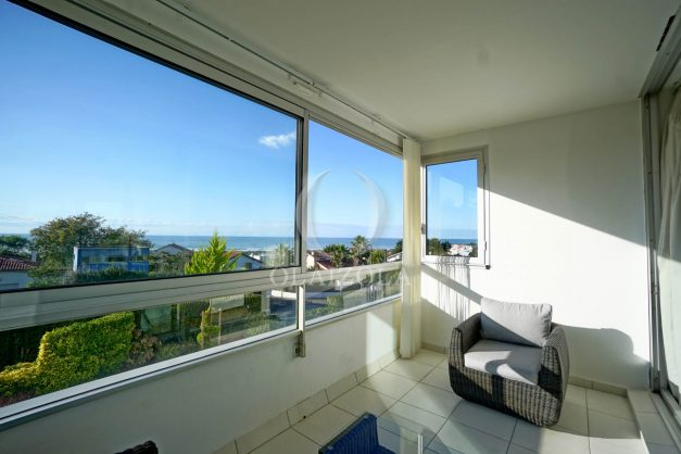 appartement-vue-mer-anglet-chambre-d-amour-location-vacances-biarritz-terrasse-parking-standing-plage-a-pied-2019-005