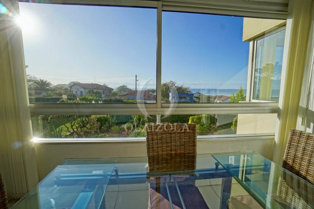 appartement-vue-mer-anglet-chambre-d-amour-location-vacances-biarritz-terrasse-parking-standing-plage-a-pied-2019-018