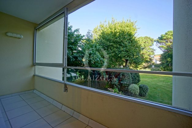 appartement-vue-mer-anglet-chambre-d-amour-location-vacances-biarritz-terrasse-parking-standing-plage-a-pied-2019-028