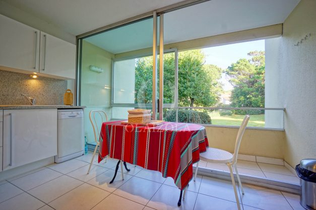 appartement-vue-mer-anglet-chambre-d-amour-location-vacances-biarritz-terrasse-parking-standing-plage-a-pied-2019-034