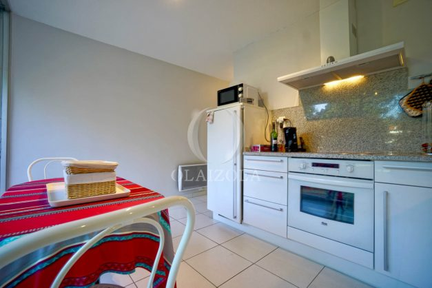 appartement-vue-mer-anglet-chambre-d-amour-location-vacances-biarritz-terrasse-parking-standing-plage-a-pied-2019-036