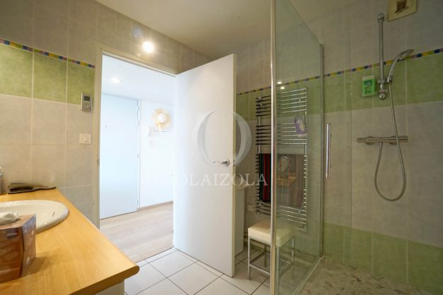 appartement-vue-mer-anglet-chambre-d-amour-location-vacances-biarritz-terrasse-parking-standing-plage-a-pied-2019-050