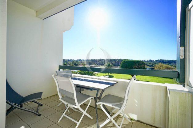 location-vacances-bidart-appartement-vue-mer-ilbarritz-terrasse-piscine-parking-residence-mer-et-golf-plage-a-pied-2020-011