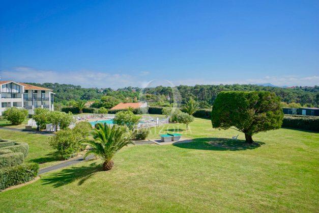 location-vacances-T3-Bidart-piscine-vue-mer-ilbarritz-parking-plage-a-pied-MAEVA-006