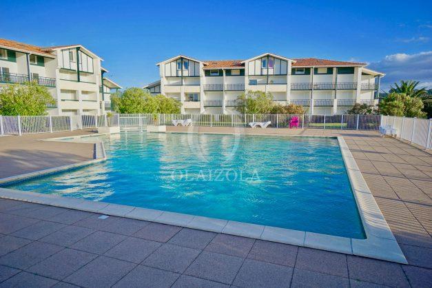 location-vacances-T3-Bidart-piscine-vue-mer-ilbarritz-parking-plage-a-pied-MAEVA-008