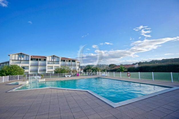 location-vacances-T3-Bidart-piscine-vue-mer-ilbarritz-parking-plage-a-pied-MAEVA-009