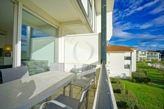 location-vacances-T3-Bidart-piscine-vue-mer-ilbarritz-parking-plage-a-pied-MAEVA-011