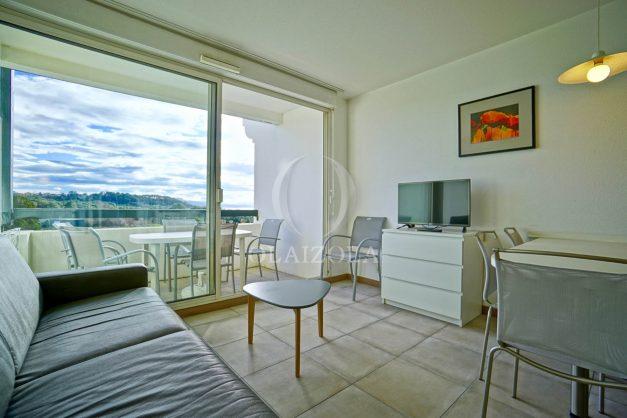 location-vacances-T3-Bidart-piscine-vue-mer-ilbarritz-parking-plage-a-pied-MAEVA-014