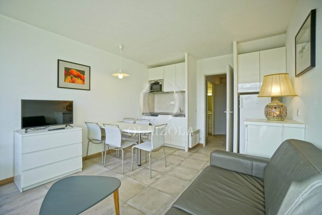 location-vacances-T3-Bidart-piscine-vue-mer-ilbarritz-parking-plage-a-pied-MAEVA-017