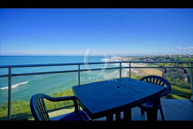 location-vacances-biarritz-vue-mer-anglet-studio-face-phare-terrasse-parking-004