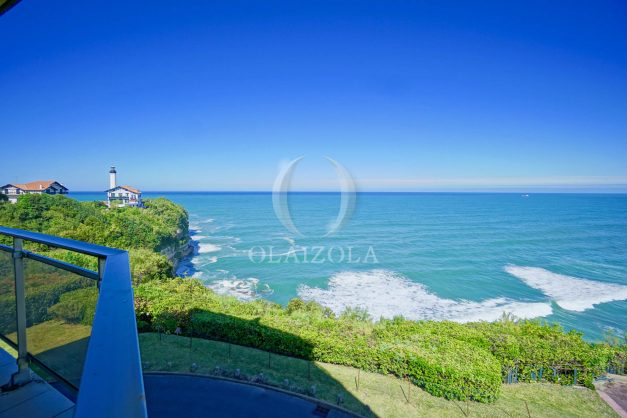 location-vacances-biarritz-vue-mer-anglet-studio-face-phare-terrasse-parking-007